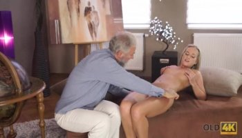 Asian Teen amateur Malee with her BF